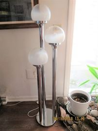 Chrome mushroom shade floor lamp, not chrome is perfect no pitting