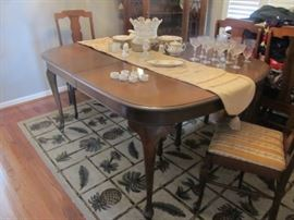 Queen Anne dining table with 6 chairs