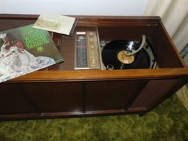 1960s Magnavox.  And it works!