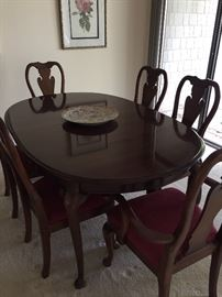 Mahogany dining table with 6 chairs - 4 side and 2 arm with leaves