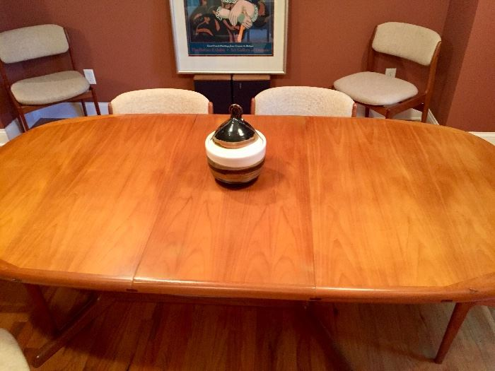 Mid Century Modern Teak Dining Room Set by Benny Linden   Excellent condition !!