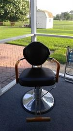BARBER /BEAUTICIAN CHAIR