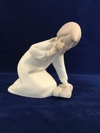 "Lladro Figurine ""Little Girl With Slippers""       http://www.ctonlineauctions.com/detail.asp?id=747802"