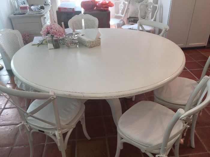 "Rachel Ashwell ""Shabby Chic"" Round white dining table & chairs"