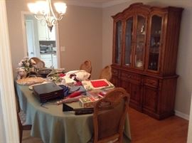 Beautiful formal dining room table with 2 leaves and six chairs matching china cabinet all three top spaces are Lighted