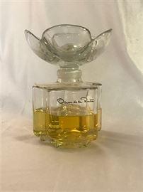"Oscar De La Renta Factice, 7.5"" Store Display Bottle      https://ctbids.com/#!/description/share/37925"