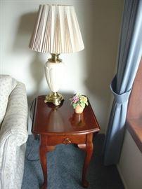 Stiffel Lamp & Drop leaf end table