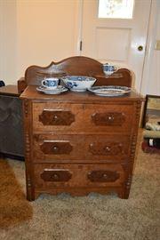 dresser & blue imari dish set