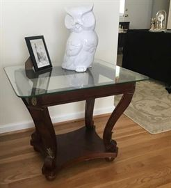 Pair of end tables like new