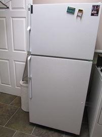 GE 18.2 cu.ft. No-Frost refrigerator/freezer