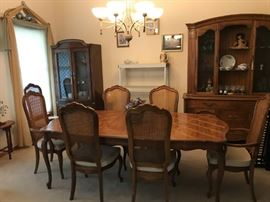 """THOMASVILLE """"CAMILLE"""" DINING TABLE WITH 8 CHAIRS, AND 2 LEAVES -VERY LOVELY (TABLE IS SOLD)"""