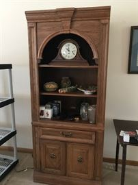 PAIR OF BROYHILL BOOKSHELVES WITH LOWER DRAWER AND CABINET