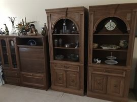 ROLL FRONT MEDIA CABINET AND A  PAIR OF BROYHILL BOOKSHELVES WITH LOWER DRAWER AND CABINET