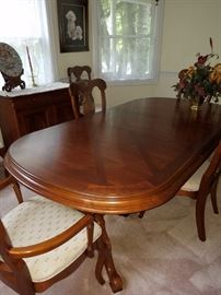 Dining Table with leafs, 6 Chairs by Lexington