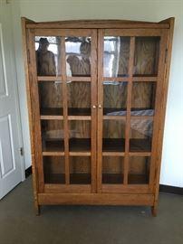 Oak Bookcase     https://ctbids.com/#!/description/share/38013