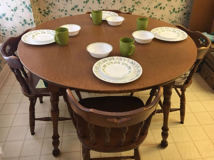 Vintage round maple table and 6 chairs, 2 extra leaves.