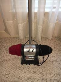 Electric shoe polisher.