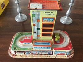 Central garage metal vintage toy