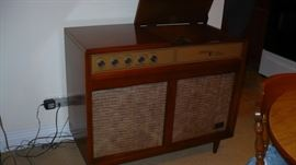 THIS  ZENITH RADIO  RECORD PLAYER IS IN VERY NICE CONDITION
