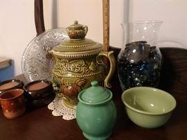 CERAMIC TEA POT COOKIE JAR W/ LID AS IS SMALL FLEA BITE ON SPOUT