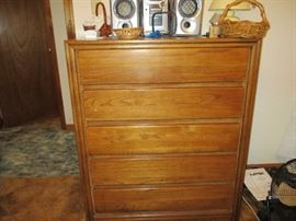 CHEST O DRAWERS - PART OF SUITE