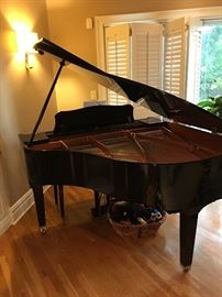 "Gorgeous Black Laquer ""YAMAHA"" Baby Grand Piano Serial# GB1 #J2112050 well cared for and tuned regularly !"