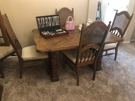 Oak formal dining room table and 6 chairs with 3 leaves