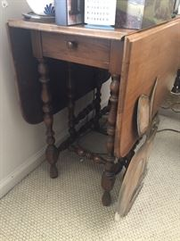 Drop-leaf Table with center drawer