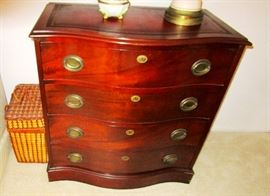Leather top mahogany chest of drawers  (2)