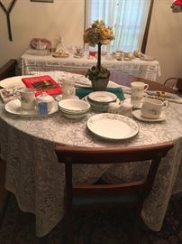Correll ware ~ cook books, Dbl hardened Cherry Wood Dining table (w/2 leaves and protective pads) with 5 dining chairs.