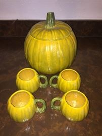 Punch bowl in the shape of a pumpkin and 4 cups in the shape of small pumpkins very old