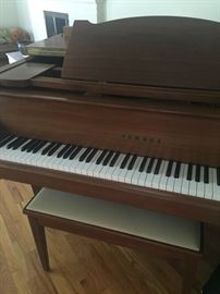 Yamaha Baby Grand - Walnut EXCELLENT CONDITION - G2 # 1178994
