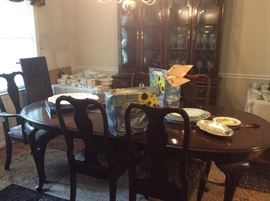 BEAUTIFUL ETHAN ALLEN TABLE AND CHINA CABINENT