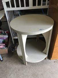 #3round white side table 24x27 $30.00