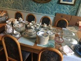 Dinnerware, glassware & entertainment serving pieces