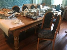 Beautiful vintage Country Farmhouse Table & co ordinating chairs