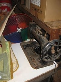 Vintage sewing machine, Christmas tree roating light (working condition).