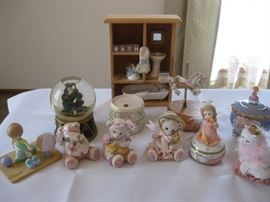 Lot of Misc Figurines / Approx 12 pieces