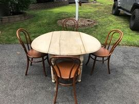Vintage Table      http://www.ctonlineauctions.com/detail.asp?id=749538