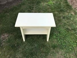 Small Table          http://www.ctonlineauctions.com/detail.asp?id=749532