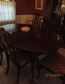 dining room table 6 chairs comes with 2 leaves Drew