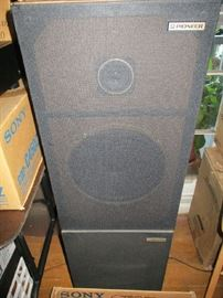 (4) Pioneer Stereo Speakers