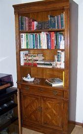 Thomasville - Nice Solid Wood Bookshelf/Cabinet