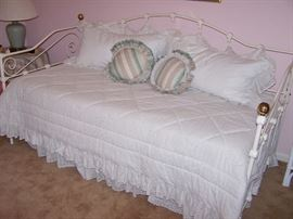 Beautiful White Iron Day Bed with Trundle underneath