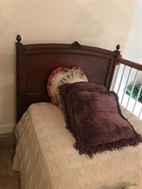 Vintag twin bed