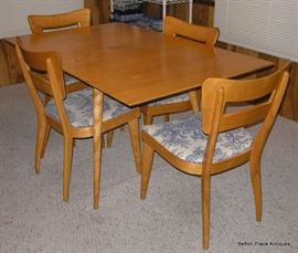 Paul McCobb Planner Group Mid Century 1950's era Drop Leaf Dining Table with Four Chairs covered in Blue Toile, excellent condition,