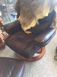 Lane leather recliner with ottoman