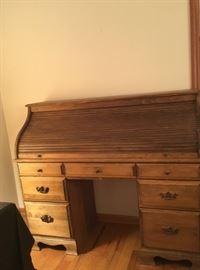 Pine Roll 𝖳𝗈𝗉 Desk