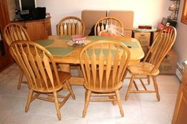 Nice Oak Kitchen Set with 6 Chairs