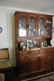 AMANA FURNITURE (Amish) stunning craftsmanship - china cabinet with matching table and 8 chairs